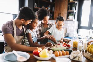 social distancing with family | emindful.com